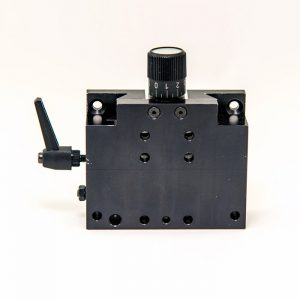 Height adjustable mounting plate